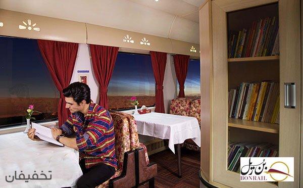 کتابخانه در قطار غزال شرکت بن ریل