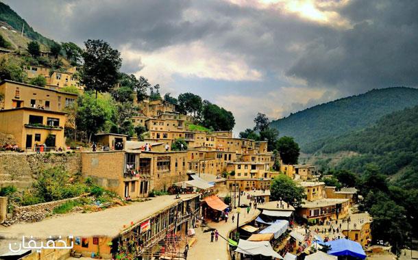 روستای ماسوله جاذبههای گرذشگری زیبایی دارد.