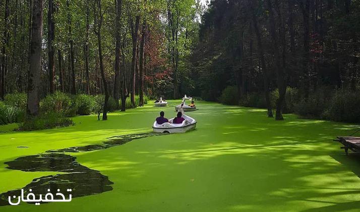 با این قایقها میتوانید به دل طبیعت بکر پارک جنگلی سراوان بروید.