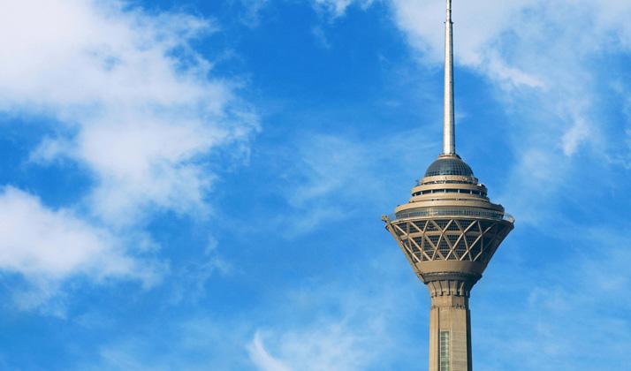 از سکوی دید باز برج میلاد و در یک هوای صاف تهران را به شکلی کاملا متفاوت خواهید دید.