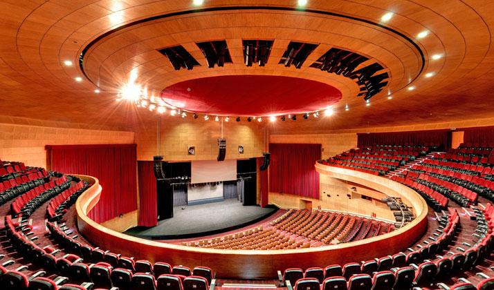 مرکز همایشهای برج میلاد میزبان بسیاری از کنسرتها و همایشهای مهم در تهران است.